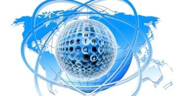Bola azul con simbolos de tecnologia e internet
